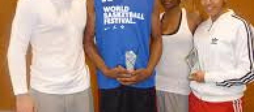 Deux basketteurs reçoivent une bourse de 2500€