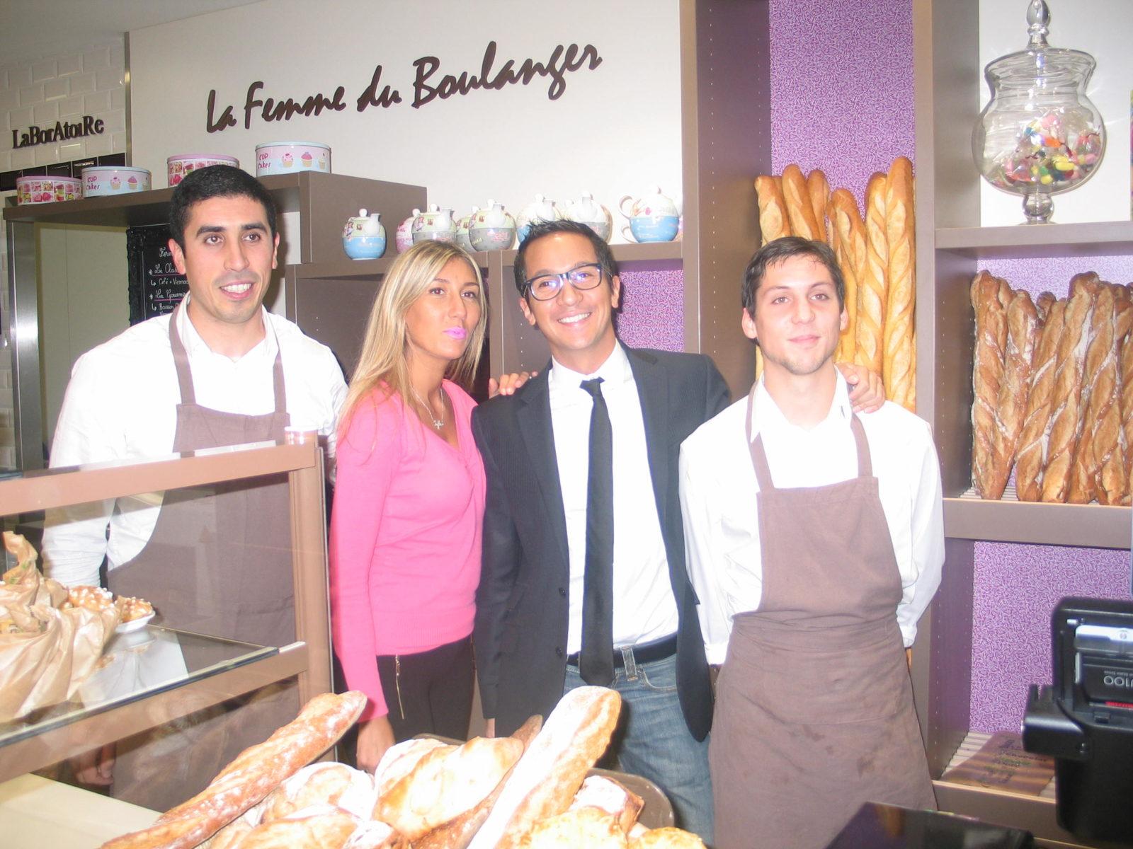 Mantes-la-Jolie (Yvelines) - Hier soir - Romain (au centre)  a inauguré sa boulangerie ouverture depuis le 2 novembre dans la résidence Sully. (MA/ Ab.N)