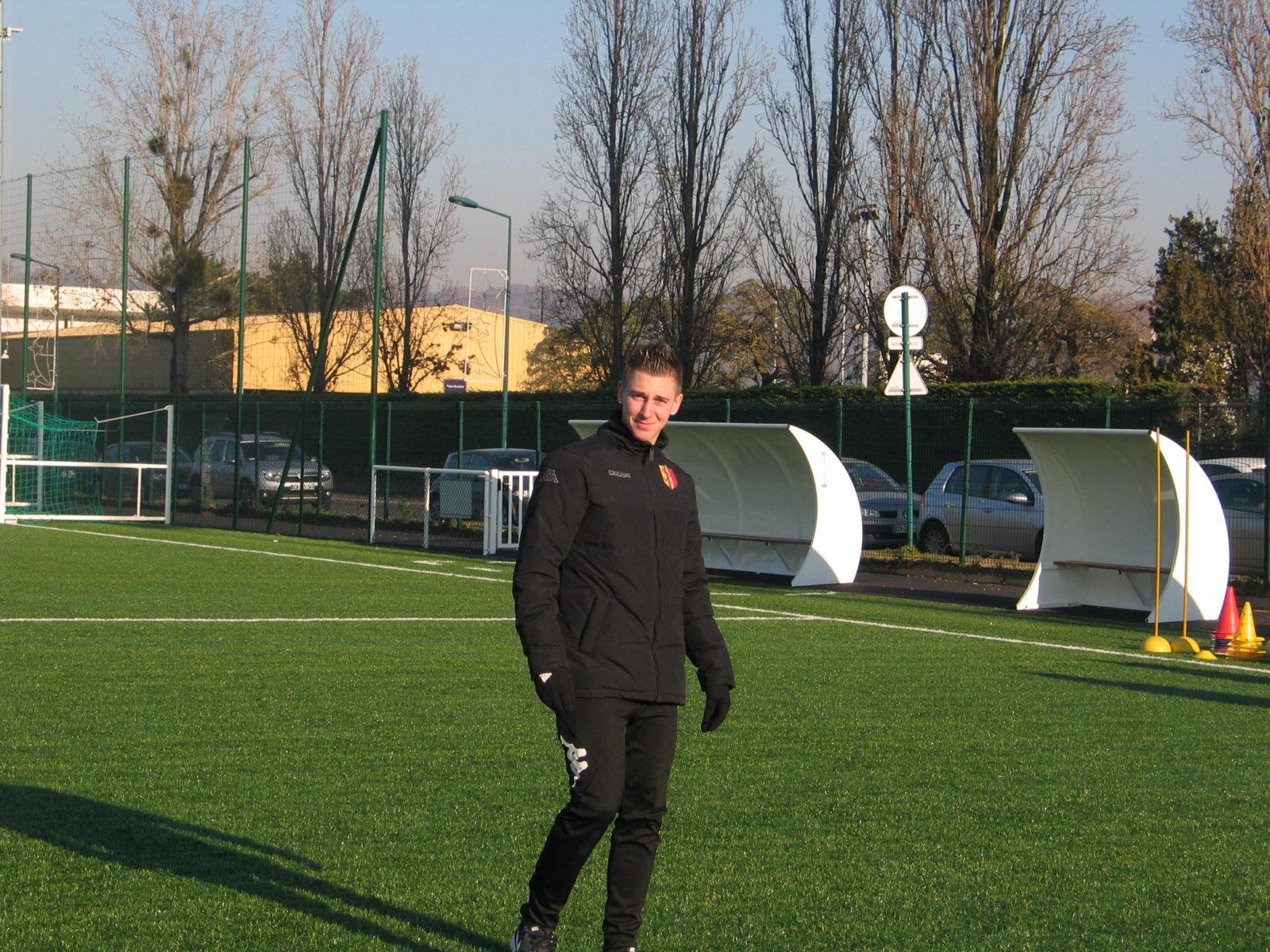 Mantes-la-Jolie (Yvelines) - mercredi 11 décembre 2013 - Le milieu du FC Mantois affronte ce samedi son ancien club, le Paris Saint-Germain (MA/Ab.N)
