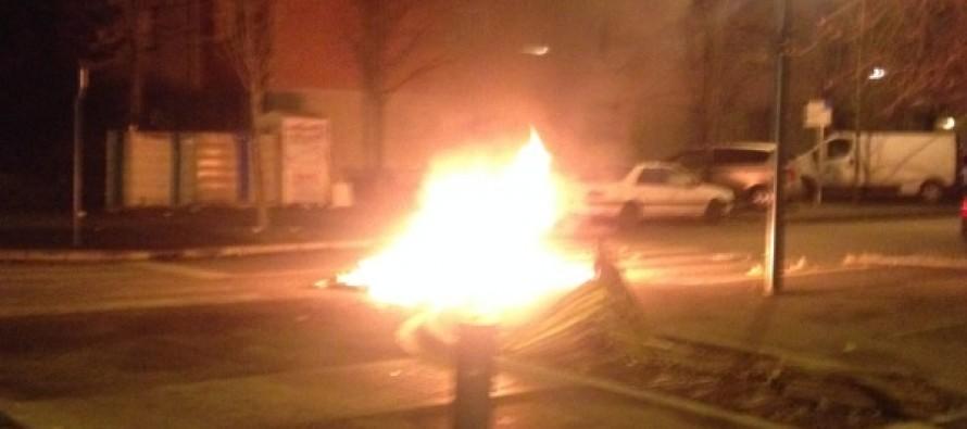Nuit d'émeute à Mantes-la-Jolie: tir de flash-ball d'un policier sur un véhicule
