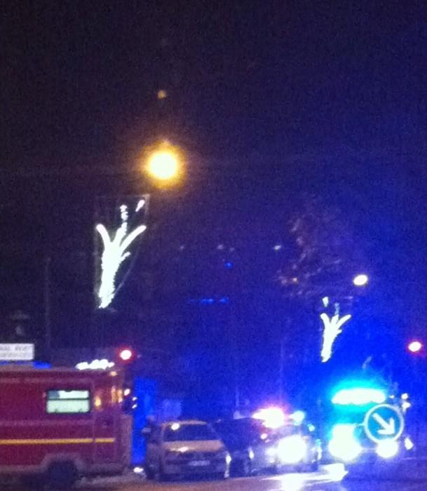 Mantes-la-Jolie (Yvelines) - samedi 7 décembre 2013, 23h15 - Une violente collision s'est produite ce samedi soir entre un véhicule de police et un automobiliste (MA/Ab.N)