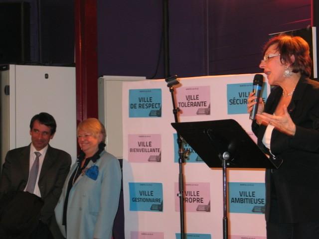 Mantes-la-Ville (Yvelines) - 30.01.2014 - Annette Peulvast Bergeal (à droite) s'adresse aux Mantevillois dans le cadre de son lancement de campagne. Patrick Lefoulon (à gauche) préside son comité de soutien (MA/Ab.N)