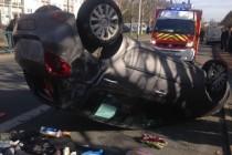 Mantes-la-Jolie : une voiture retournée au val fourré, un blessé léger
