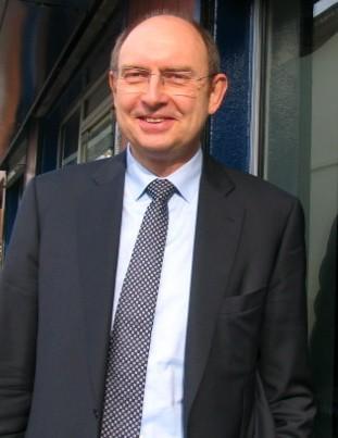 Michel Vialay, maire UMP de Mantes-la-Jolie rempile pour un nouveau mandat (MA/Ab.N)