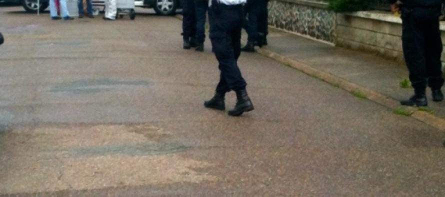 Mantes-la-Ville:  un jeune homme de 22 ans retrouvé mort devant son domicile