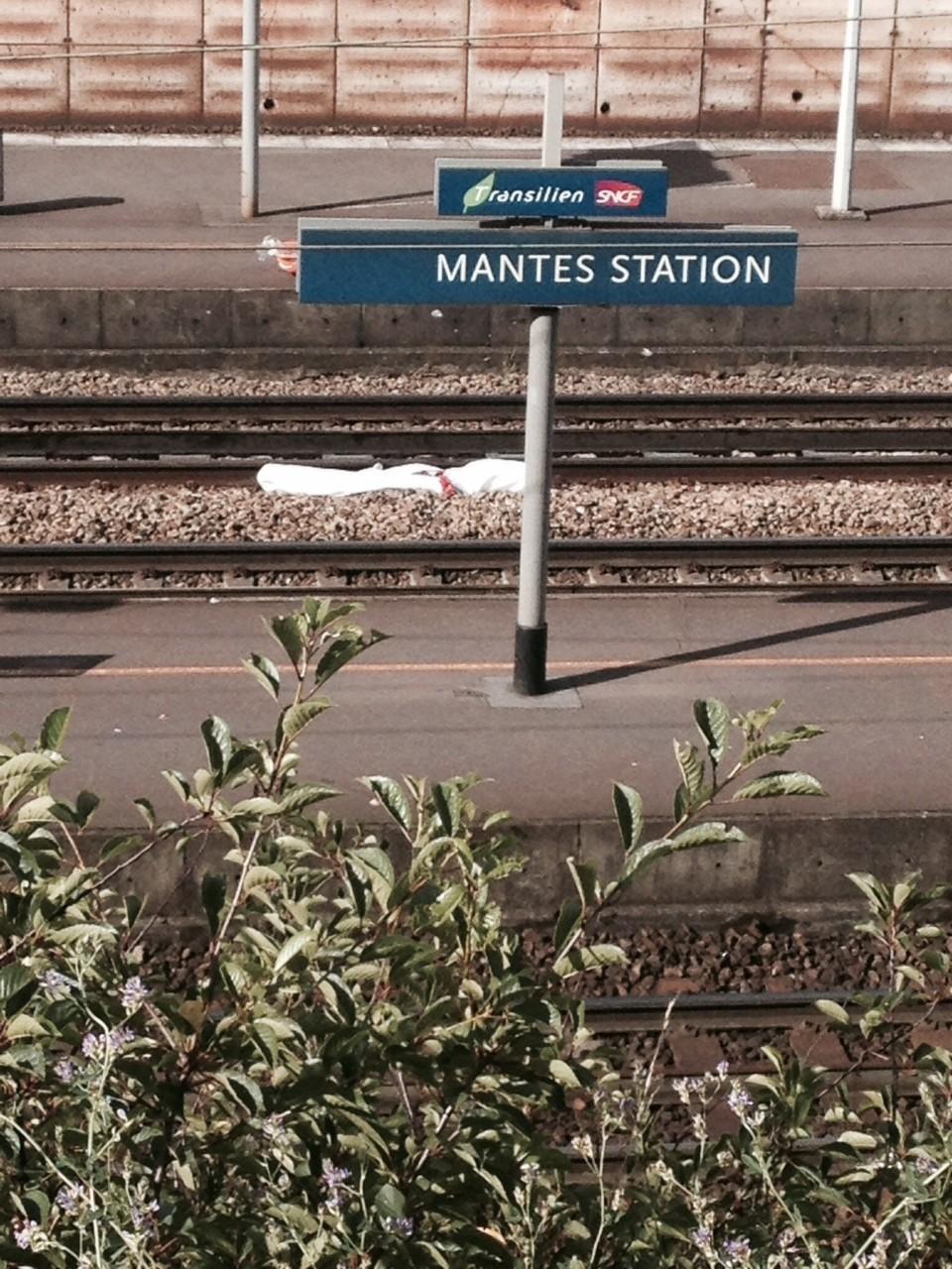 Mantes-la-Jolie (Yvelines), lundi 7 juillet 2014, une femme de 50 ans après avoir été percutée par un train (MA/Ab.N)