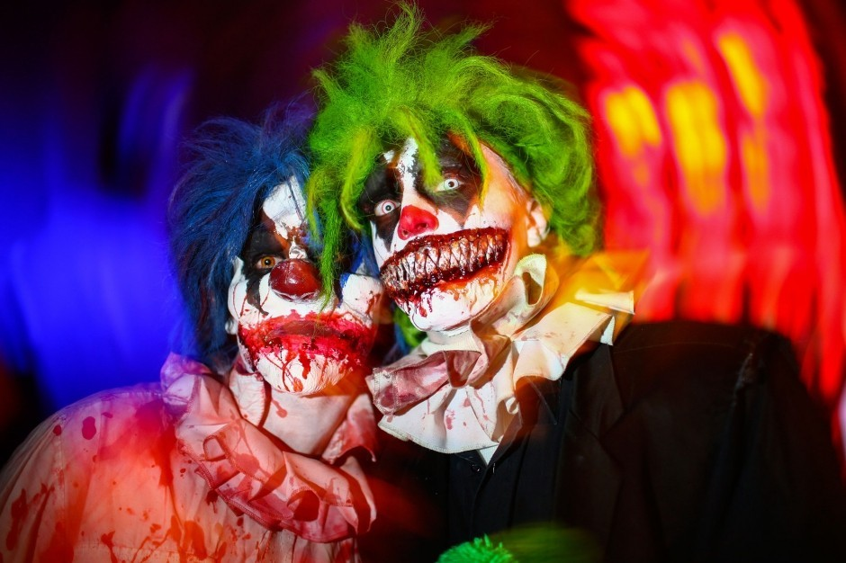 L-invasion-des-clowns-terrifiants-fait-trembler-la-France_article_landscape_pm_v8
