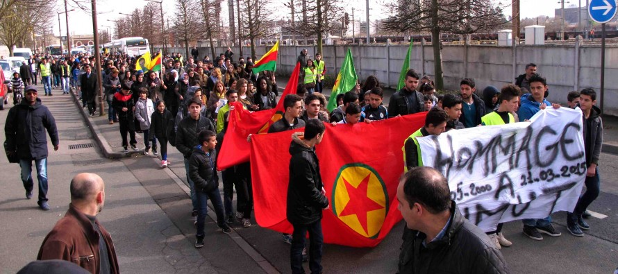 Mantes-la-Jolie : 400 personnes marchent pour Umit