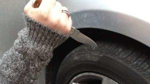 voitures-mal-garees-creve-pneus