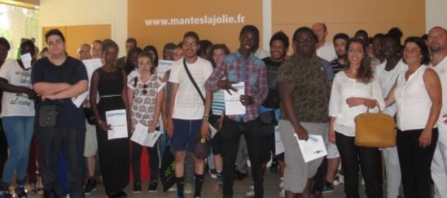 Mantes-la-Jolie : 37 jeunes signent un contrat d'expérience premier emploi