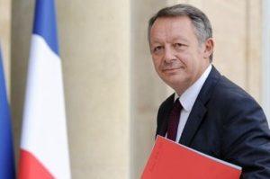 le-ministre-des-sports-thierry-braillard-a-son-arrivee-au-palais-de-l-elysee-pour-la-preparation-de-l-euro-2016-le-11-septembre-2014-a-paris_5122600-e1427903253424-370x245