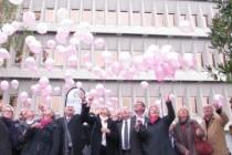 Mantes en Yvelines : les maires lâchent 150 ballons pour l'opération « Octobre Rose »
