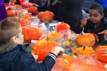 Mantes-la-Jolie : des enfants fêtent halloween en plein centre-ville