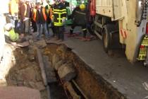 Mantes-la-Jolie : un trou de 2 mètres sous la roue du camion