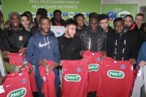 Coupe de France : les joueurs du FC Mantois reçoivent leurs maillots