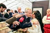 Mantes-la-Jolie : Bruno Le Maire (LR) en visite au salon de la chasse
