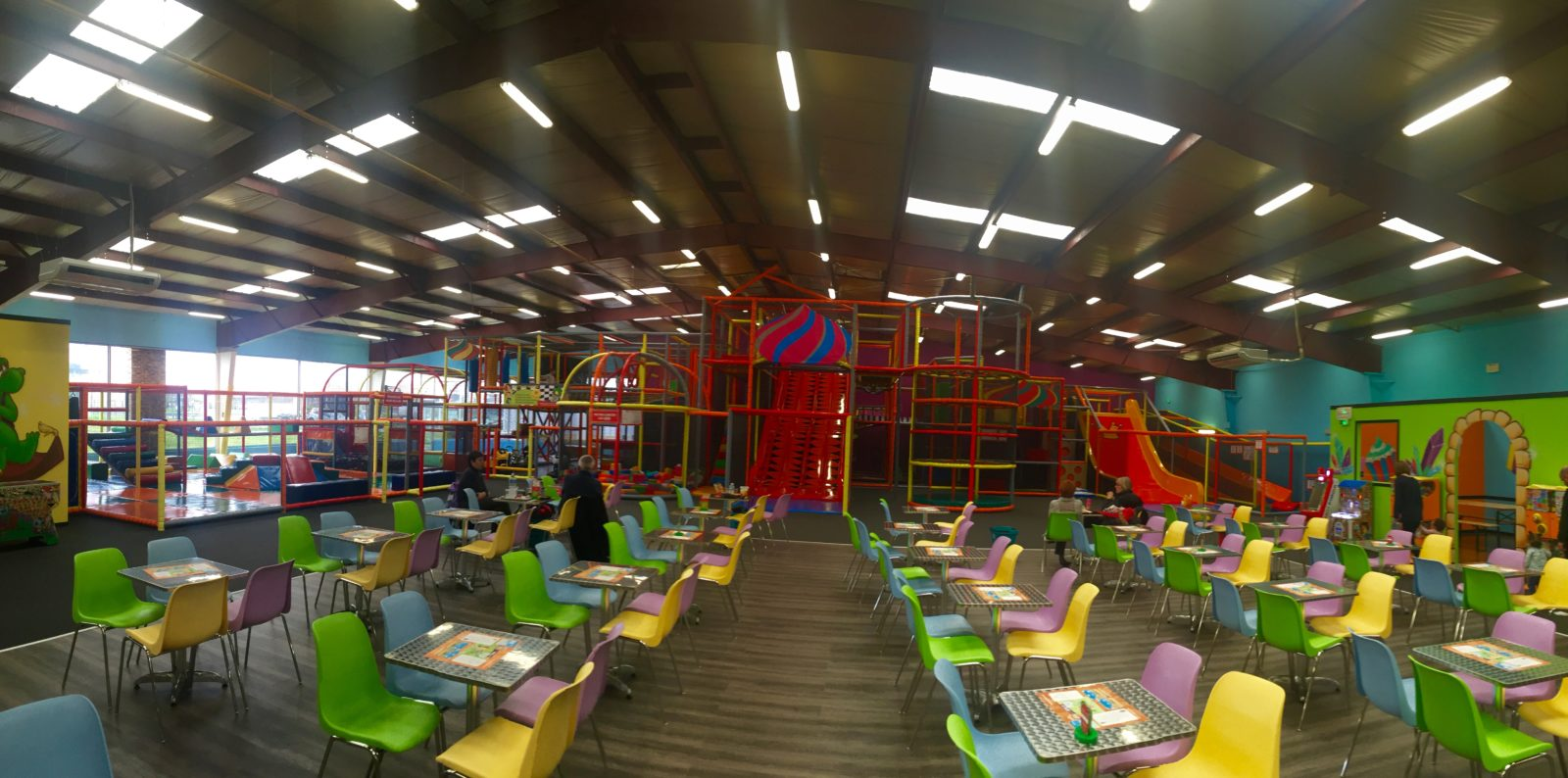 Royal kids buchelay parc de jeux g ant pour enfants for Parc de jeux yvelines
