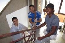 Mantes-la-Jolie : 9 jeunes rénovent une cage d'escalier pour financer leur association