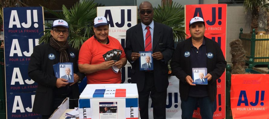 Primaire à droite : des militants de Juppé tractent à Mantes-la-Jolie