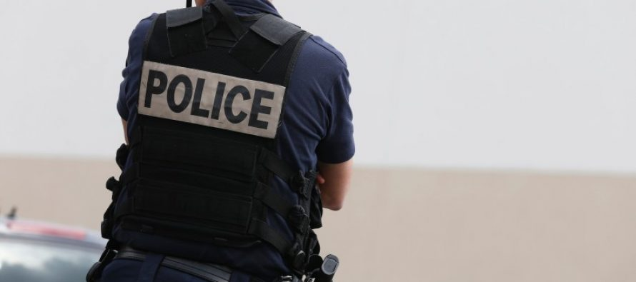 Mantes-la-Jolie : un policier sauve la vie d'un bébé pendant un incendie