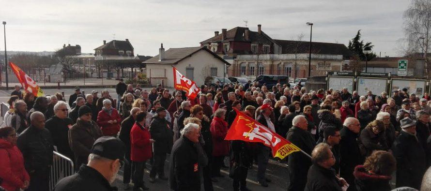 Limay : 300 personnes se rassemblent pour dire non à la fermeture de la sécurité sociale