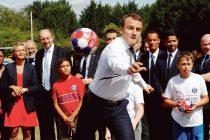 Moisson : Macron et Nasser Al Khelaïfi rencontrent des enfants à la base de loisirs