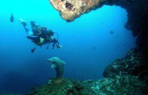 960x614_iles-medes-espagne-tres-prisees-amateurs-plongee-grotte-dauphin