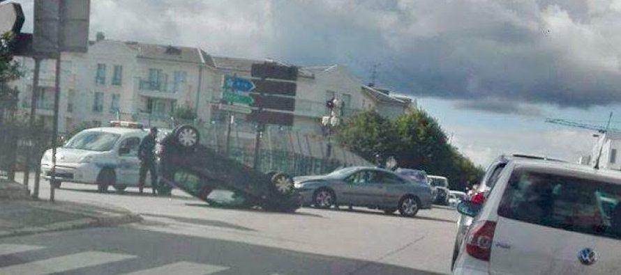 accident mantes la jolie la voiture finit sur le toit mantes actu. Black Bedroom Furniture Sets. Home Design Ideas