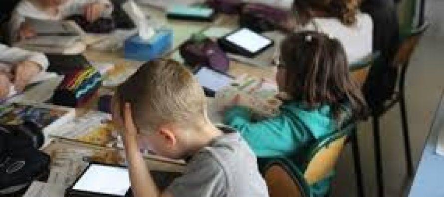 Lecture : le ministère de l'Éducation nationale veut une dictée par jour