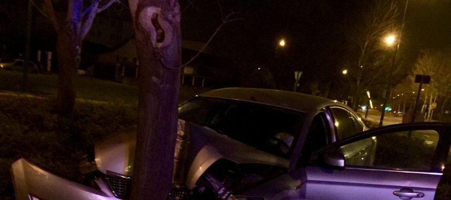 Mantes-la-Jolie : la voiture termine sa route sur le rond-point près de la patinoire