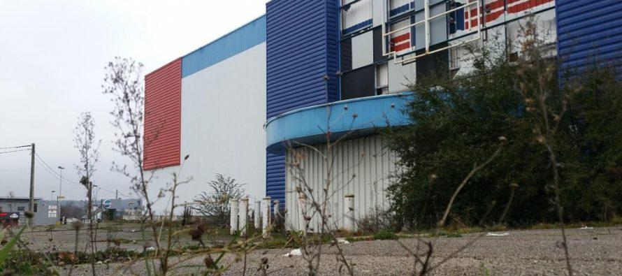 Magnanville : l'ancien magasin but remplacé par des logements et commerces