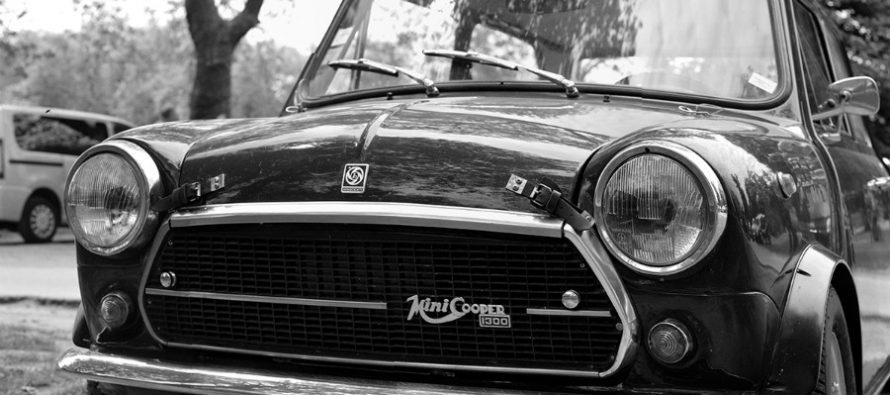 Mantes-la-Jolie : exposition de véhicules de collection place Saint Maclou le 13 septembre