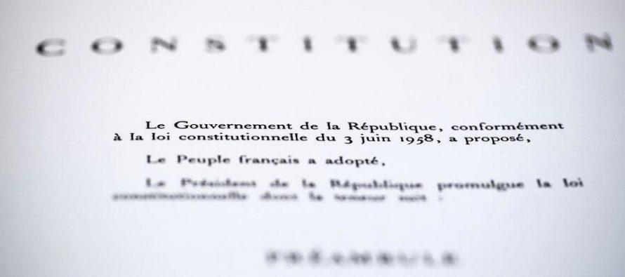 Histoire : le mot «race» supprimé de la Constitution française et remplacé par «sexe»