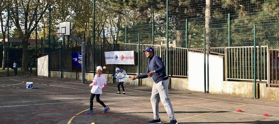 Tennis à Mantes-la-Jolie : Yannick Noah a joué avec une centaine d'enfants