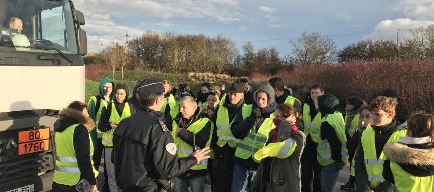 Limay-Porcheville : l'accès au port bloqué par une centaine de « gilets jaunes »