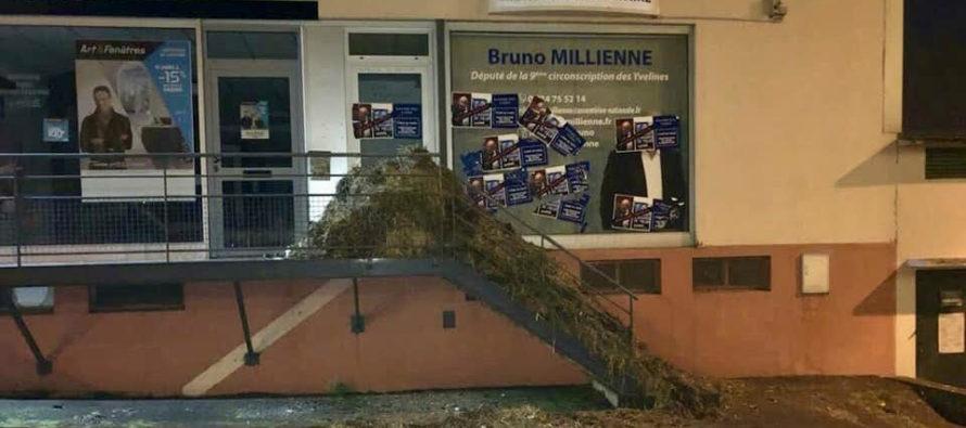 Maule : du fumier devant la permanence du député Bruno Millienne