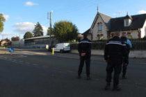 Bonnières-sur-Seine : un homme fonce sur la grille de la gendarmerie avec sa voiture