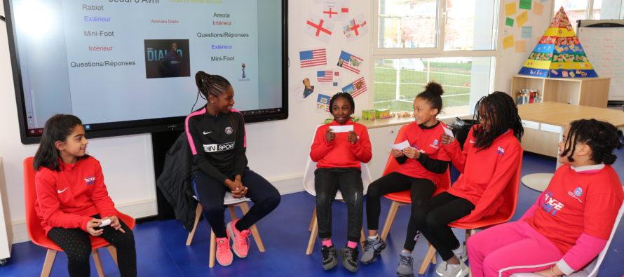 PSG Féminines : Aminata Diallo rencontre des enfants à l'école du PSG à Mantes-la-Jolie
