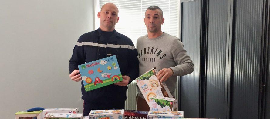 Yvelines : le journal Mantes Actu offre des cadeaux aux pompiers pour une action solidaire