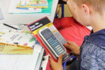 Rentrée à Mantes-la-Jolie : la ville offre des calculatrices aux élèves de CM2