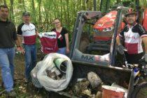 Guerville : le club de VTT récolte des déchets aux abords des bois