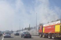 Canicule : feu de broussailles à Mantes-la-Ville le long de l'autoroute A13
