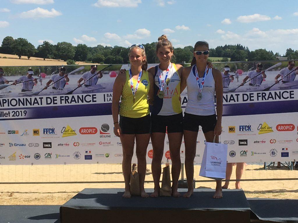 podium Salya Mayenne