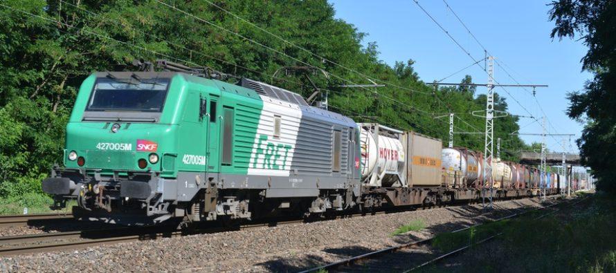 Mantes-la-Jolie : 3 frigos et 20 fours extraits d'un train de marchandises tombé en panne au Val Fourré
