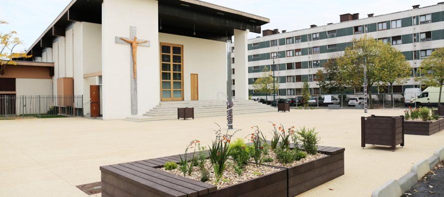 Mantes-la-Jolie : le parvis de l'église Saint Jean-Baptiste ouvert au public