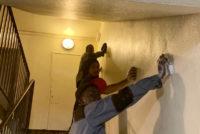 Mantes-la-Jolie : avec Bati Jolie, 2 jeunes rénovent les cages d'escalier de l'Allée Laennec