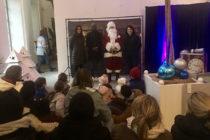 Versailles : Mantes Actu offre des cadeaux de Noël à des enfants placés à l'ASE