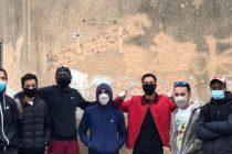 Covid-19 à Mantes-la-Jolie : des jeunes du quartier de Gutenberg distribuent 300 masques