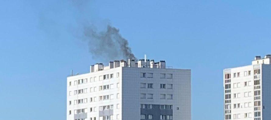 Mantes-la-Jolie : feu de matériel électrique sur le toit de la tour Clément Ader