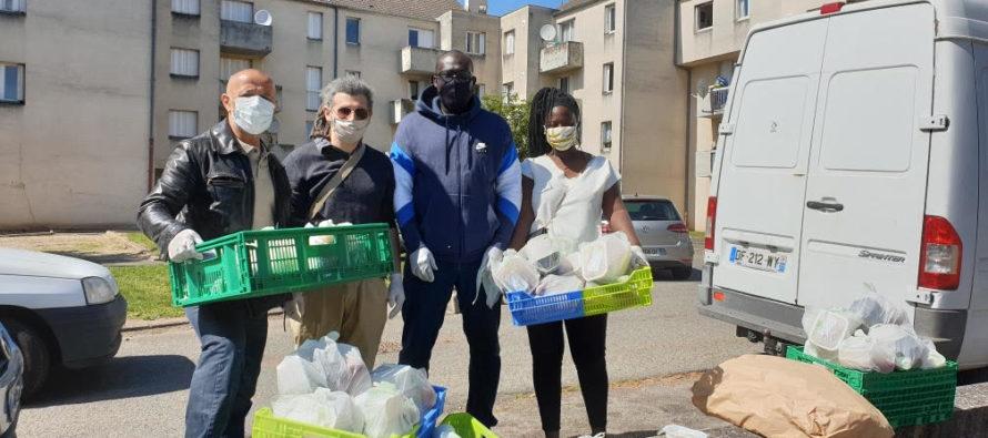 IFEP Limay : distribution de colis alimentaires dans les quartiers